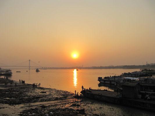 Sonnenuntergang vom Babu-Ghat.