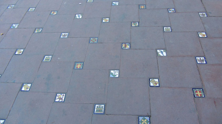 Handbemalte Fliessen. (Plaza Espana)