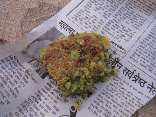 Indischer Snack, denn wir am Strand von einheimischen Touristen geschenkt bekommen haben.