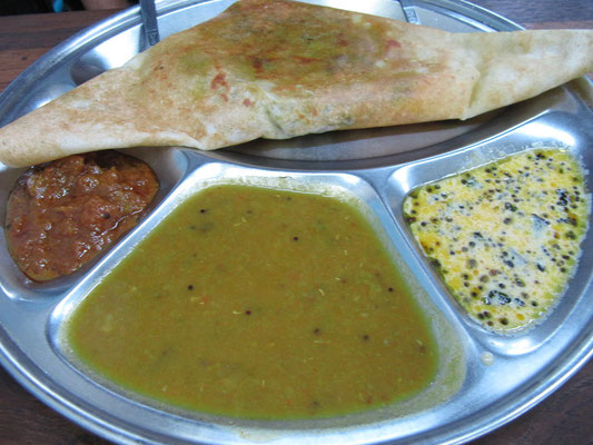 Masala Dosa in traditioneller, indischer Ausführung.