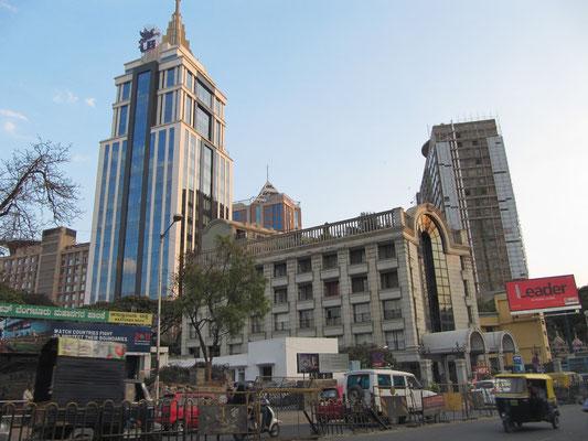 Der Turm des UB-City-Malls.