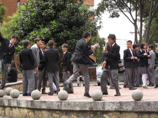 Spielende Schüler im teuren Viertel rund um die Botschaften.
