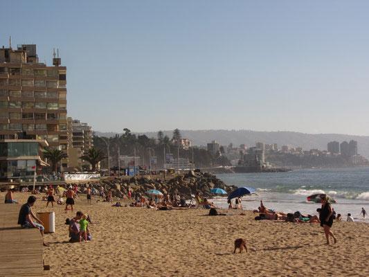 Schöner Strand inmitten der Stadt.