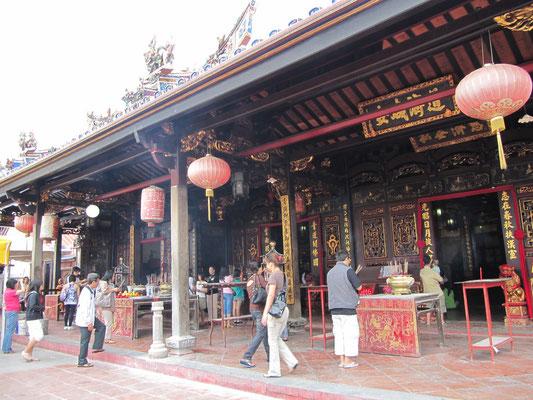 Der gutbesuchte Cheng Hoon Teng Tempel / Grüne Wolken Tempel. (Harmonious Street)