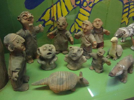 Frans Blom entdeckte Kultorte der Mayas wie Palenque, Toniná und Chinkultic. Auf seinen Reisen forschte er besonders über die Lacandon Maya. Hier, einige religiöse Figuren.