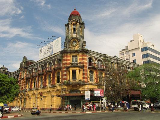"""Das ehemals größte Warenhaus Asiens dient heute als """"Immigration Office""""."""