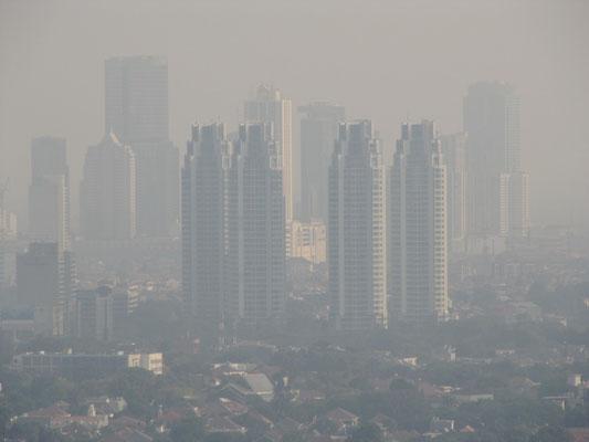 Jakartas Skyline. Zur Luft sage ich nichts, außer dass es ein schöner, sonniger Tag war.