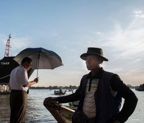 Coucher de soleil sur le port de Rangoon