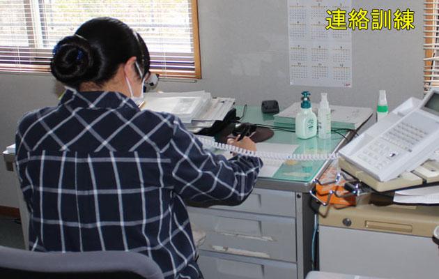 職員の健康状態の確認や職員の濃厚接触者の特定をします。