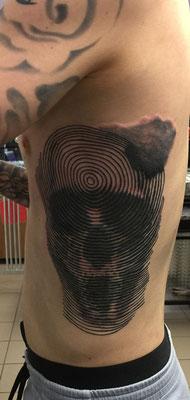 Geometrie-Tattoo, Totenkopf