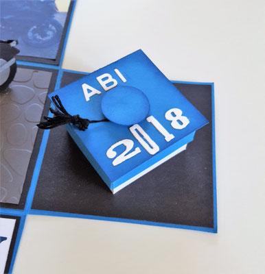 Hier habe ich eine kleine Box mit den Maßen 5x5cm gebastelt. Der Deckel wurde mit einem etwas größeren Quadrat beklebt und etwas im selben Blau geinkt.