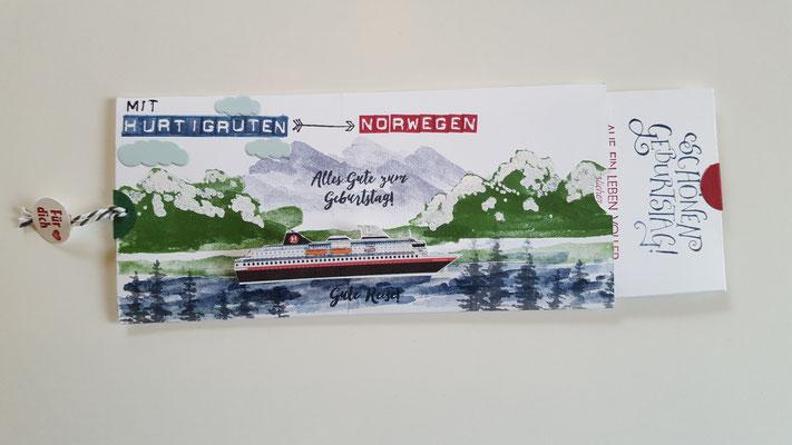 Das Schiff habe ich auf Karton ausgedruckt und ausgeschnitten. Die Anleitung für die Ziehkarte ist von Jana.