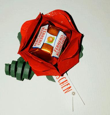 Rose aus Papier für ein Ferrero Küsschen