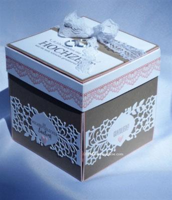 Naturbraun und Rosa mit Creme/Weiß ergibt eine sehr dezente Kombination. Genau passend für die Hochzeit.