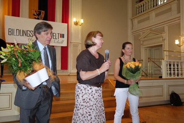 Herlinde Pirker (Mitte): Protokolchefin des Projektes
