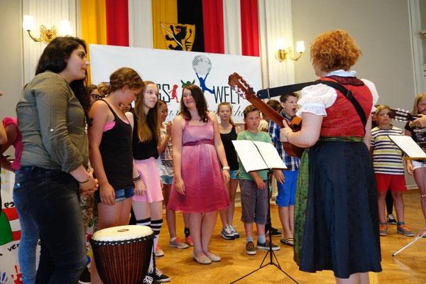 NMS Schulchor mit Chorleiterin Daniela Schmid