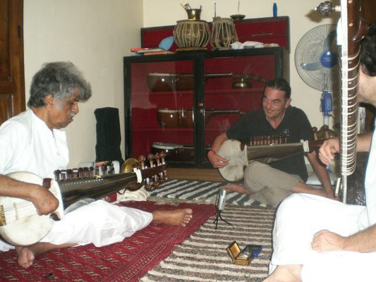 Lesson-Session with Pandit Rajeev Taranath in Mysore, 2012