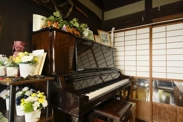 リビング ピアノ