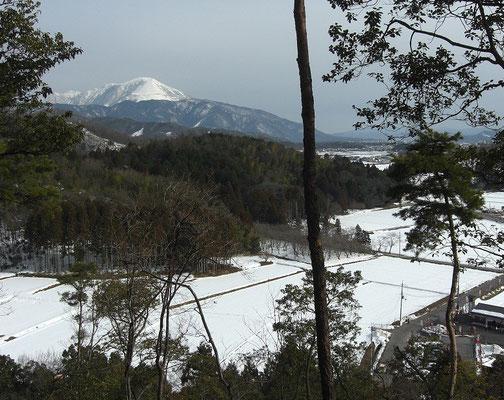 東の尾根から見た冬季の伊吹山