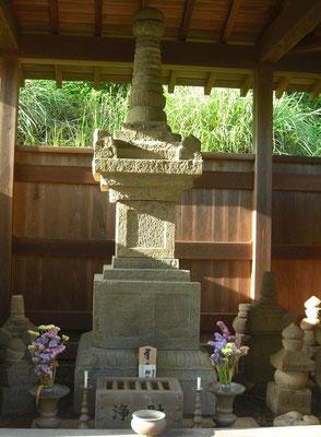横地太郎家永の宝篋印塔と五輪塔