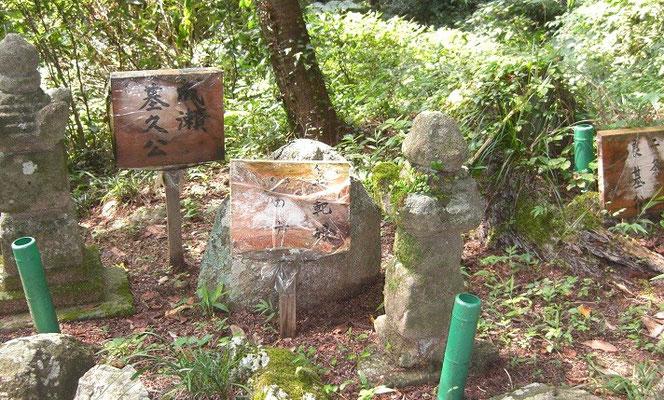 左から成瀬基久 滝野 装束塚