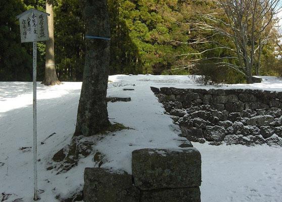 本丸 本能寺の変80日前に信長が訪れたことが記される