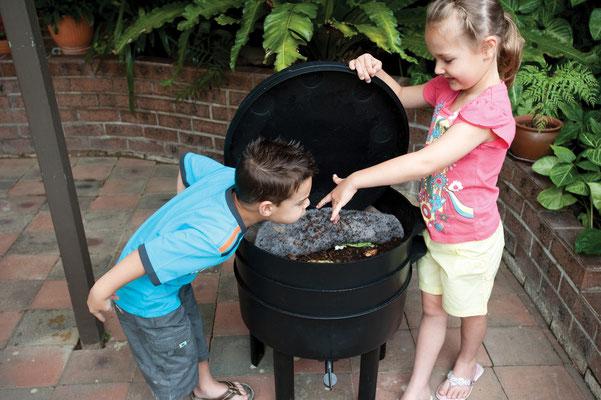 CAN-O-WORMS es fácil de manejar para los más pequeños de la casa.