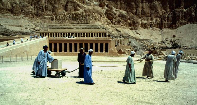 Arbeiten am Tempel der Pharaonin Hatschepsut
