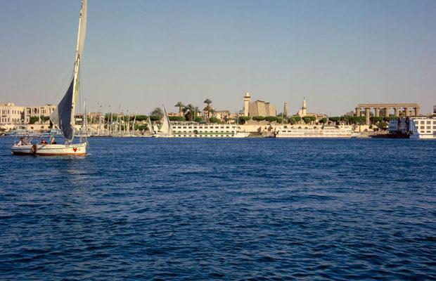 Blick vom Nil aus auf den Luxortempel