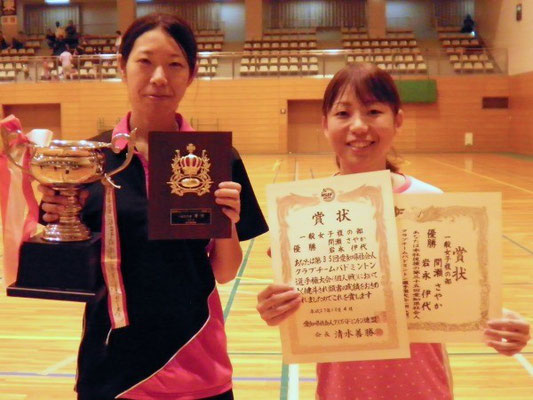 一般女子複で優勝した間瀬選手と岩永選手