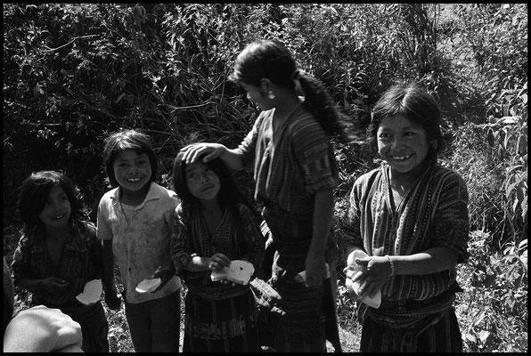 Sur la Route entre La Antigua Guatemala et Le lac Atitlan janvier 1992