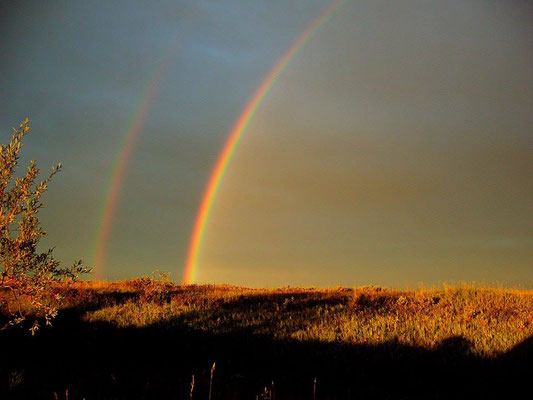 Двойная радуга на реке Кара близ хребта Оченырд, Полярный Урал.