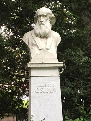 Julius Otto Grimm, Freund von Brahms und Schumann, an der Kreuzschanze Annette von Droste-Hülshoff zugewandt, die aber nur Augen für den von ihr und uns imaginierten Brunnen hat