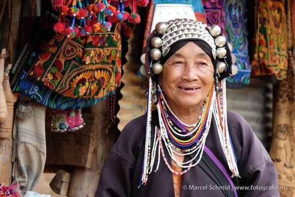 Eine Frau des Akha-Stammes