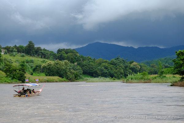 Longtail Boat auf dem Maekok River