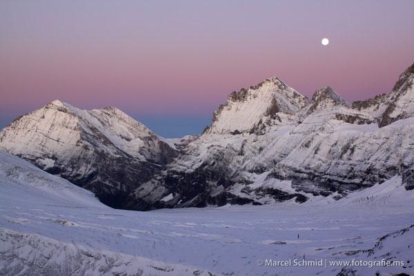 Morgenerwachen am Balmhorn und Doldenhorn, fotografiert auf der Mutthornhütte 2900 m.ü.M., Berner Oberland