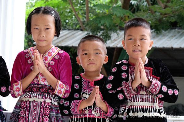 Kinder in einem thailändischen Waisenhaus