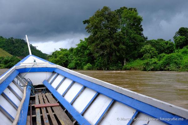 Unterwegs mit einem Longtail Boat auf dem Maekok River ...