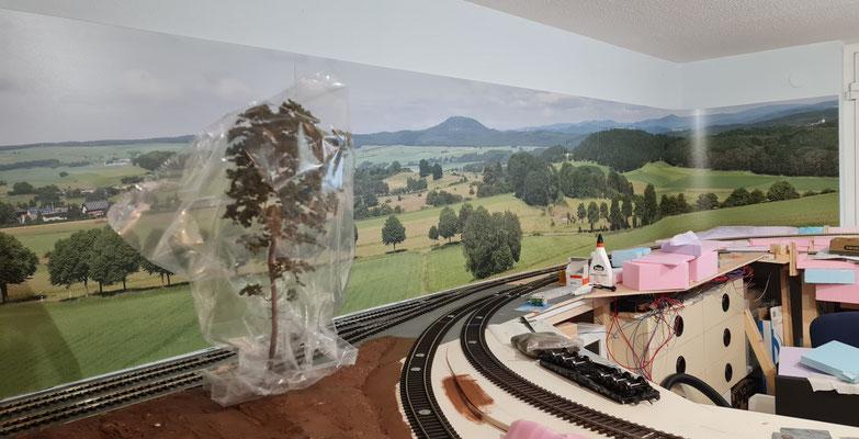 Die drei Bildelemente sind angebracht - Ansicht Eingang Hobbyraum