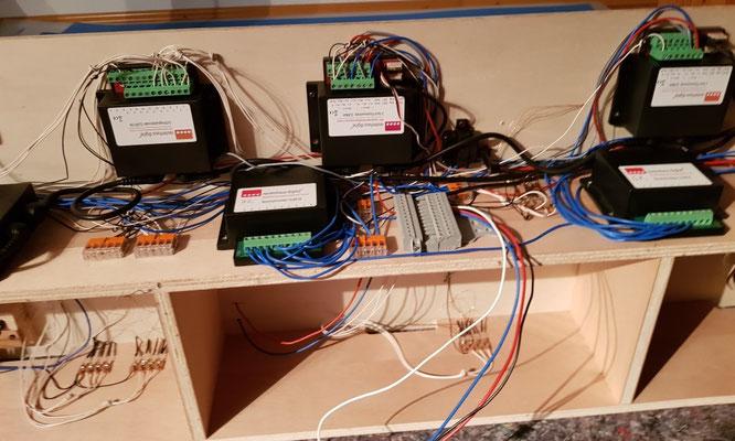 RMX-Bausteine und lösbare, externe Stromversorgung