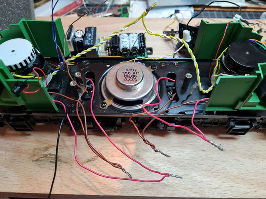 Komplette MTH-Elektronik ist entnommen
