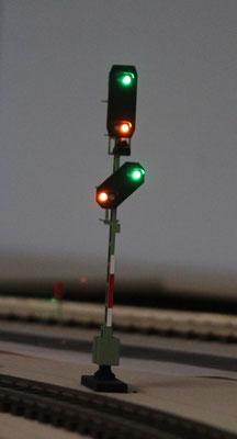 Einfahrsignal Hp 2 und Vorsignal am Mast Vr 2