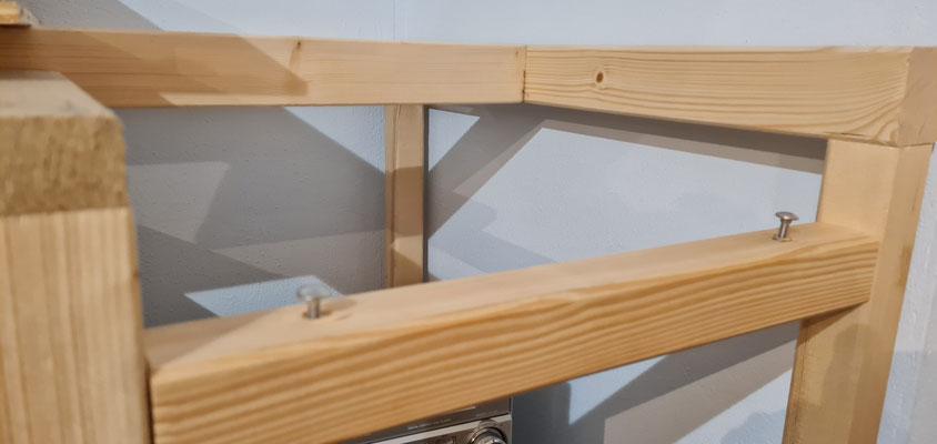 Aufnahmereriegel für das Verbindungselement mit verstellbaren Schlossschrauben