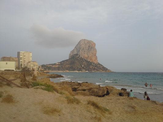 Penon den Ifach vom Strand aus