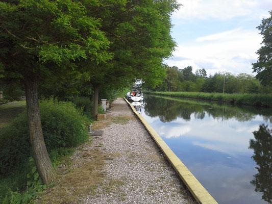 Erster Anleger auf dem Kanal