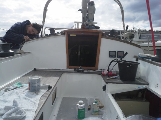 Cockpit Backbordseite neu gestrichen