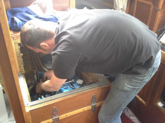 Die Einspritzdüsen werden wieder eingebaut, Vielen Dank Andi !