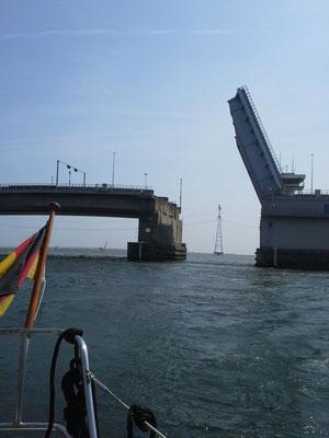 Hubbrücke ins Ijsselmeer