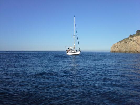 wir Ankern zum zweiten Mal im Mittelmeer, diesmal in der Cala Montgo