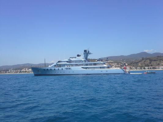 hier begegnet man auch solchen dezenten Yachten